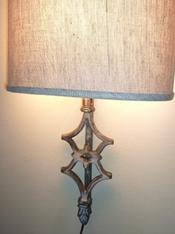 Acorn accent sconce 19h   web